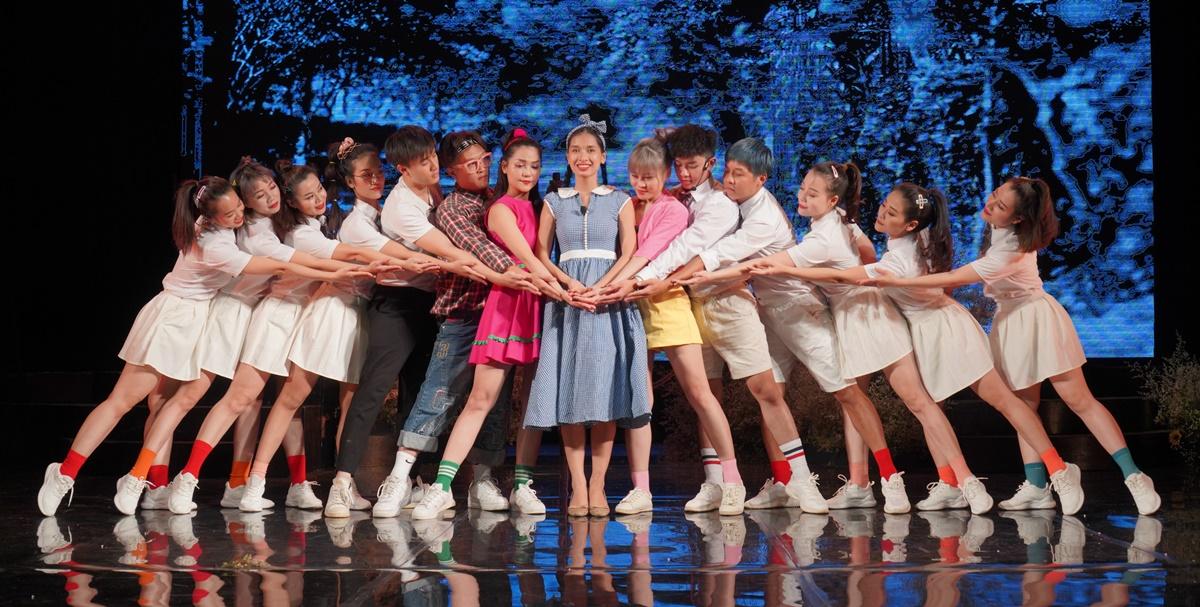 Nhà hát lựa chọn các diễn viên trẻ có đủ khả năng diễn xuất, ca hát và múa để vào vài. Ảnh: Nhà hát Tuổi trẻ.
