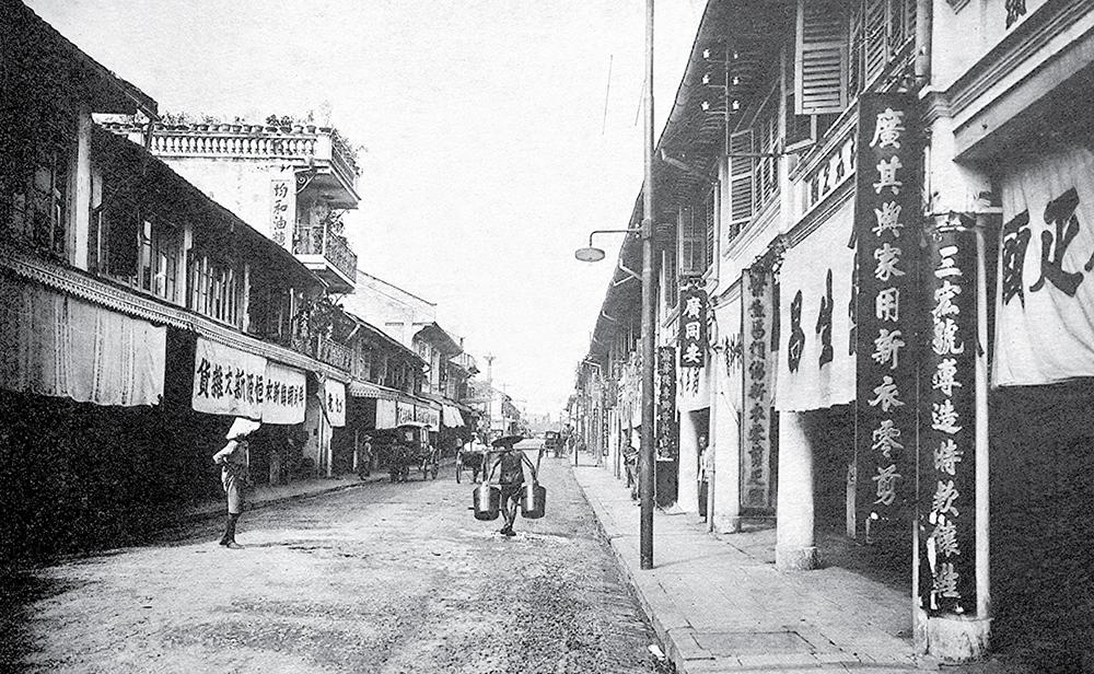 Chợ Lớn được hình thành từ thế kỷ 17 đến 19, khi cộng đồng người Hoa đến định cư, xây dựng một đô thị sầm uất. Vào thời Pháp, Chợ Lớn là một thành phố tách bạch với Sài Gòn trước khi được hợp nhất năm 1956. Ngày nay, khu vực chợ Lớn tương ứng với quận 5, 6.