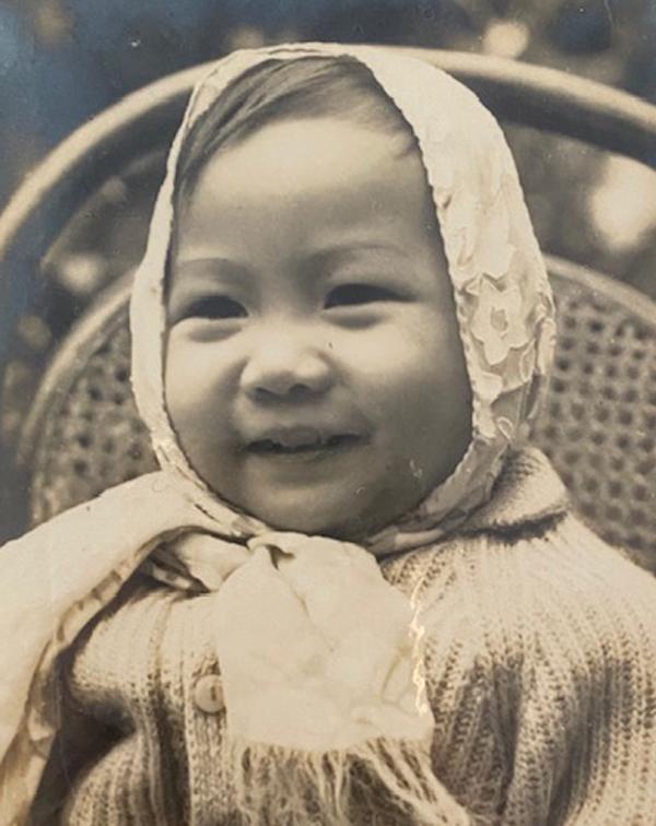 Diễn viên Hiền Mai lúc một tuổi có gương mặt bầu bĩnh.