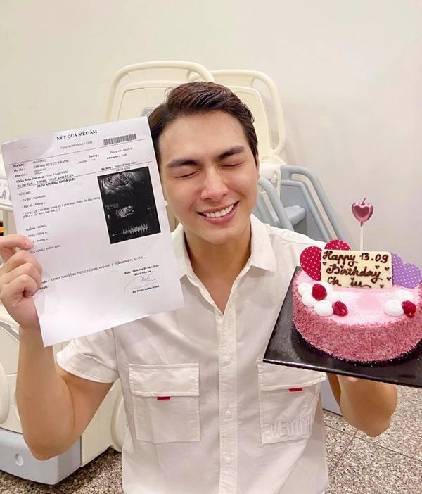 Khoảnh khắc Jay Quân biết tin vợ mang thai trong ngày sinh nhật. Ảnh: Chúng Huyền Thanh.