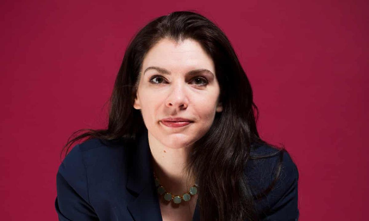 Tác giả Stephenie Meyer sinh năm 1973. Ngoài sáng tác, cô làm việc trong ngành sản xuất phim, chịu trách nhiệm phần cuối của phim Chạng vạng - Breaking Dawn.  Ảnh: David Levene