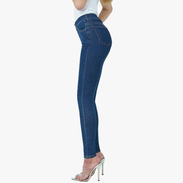 Thiết kế skinny jeans pha sợi cà phê của Aaa Jeans.