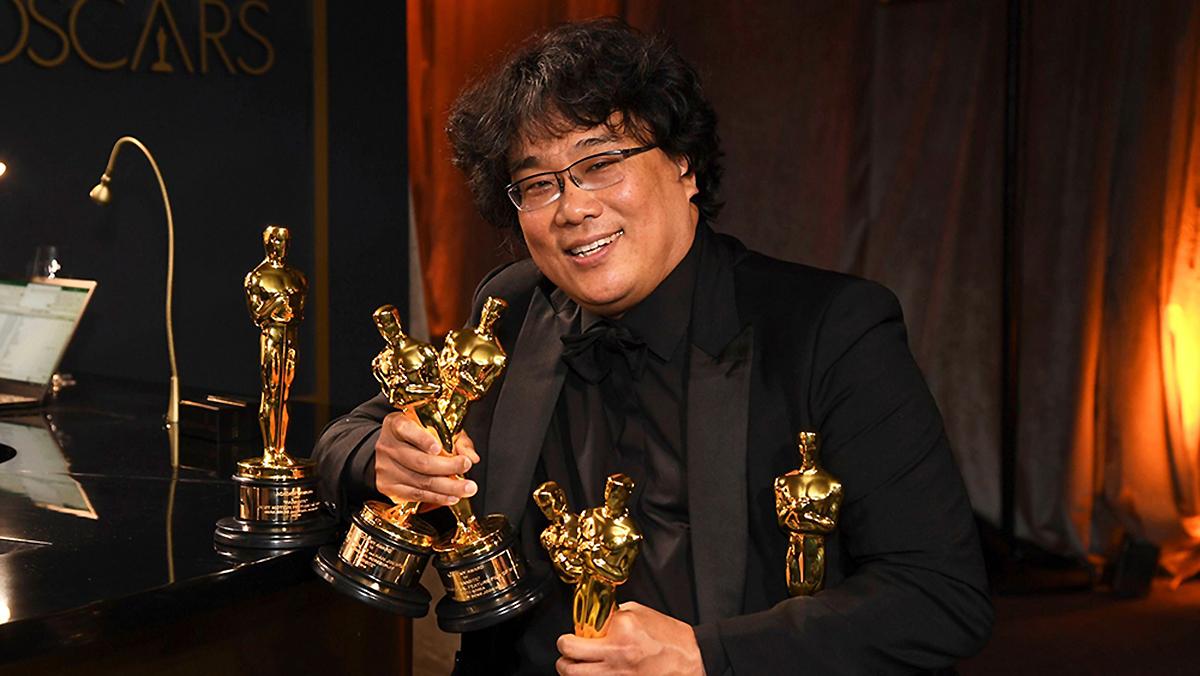Đạo diễn Bong Joon Ho của phim Parasite (2019). Ông là người Hàn đầu tiên thắng giải Đạo diễn xuất sắc trong Oscar lần 92. Ảnh: Richard Shotwell.