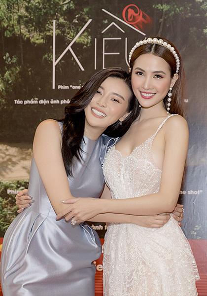 Phan Thị Mơ (phải) và Cao Thái Hà đóng vai