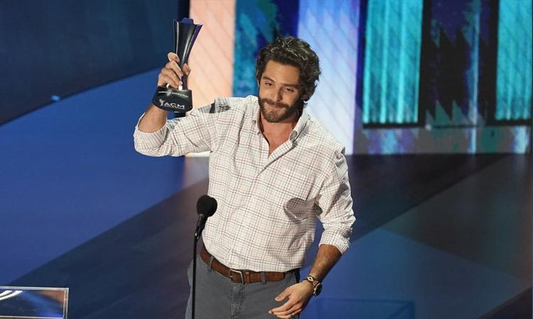 Nam ca sĩ Thomas Rhett lần đầu đoạt giải Nhân vật giải trí của năm. Ảnh: AP.