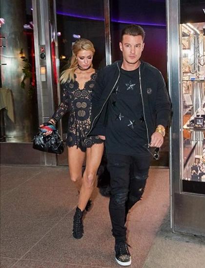 Paris Hilton hẹn hò Aleks Novakovic (phải) đầu năm ngoái, chia tay sau 5 tháng yêu. Ảnh: Action Press.