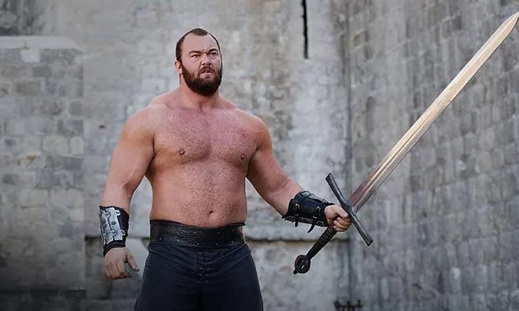 Hafþór Júlíus Björnsson trong vai The Mountain của Game of Thrones. Ảnh: HBO.\