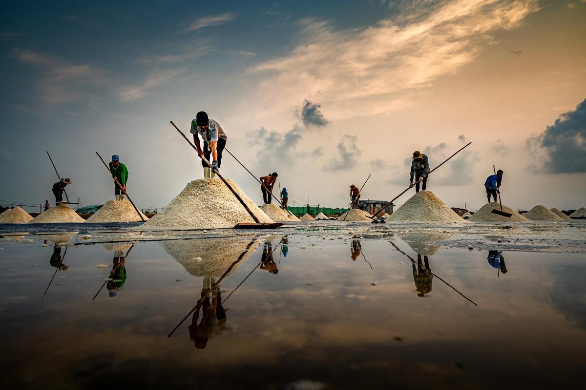 Tác phẩm Muối hầm Tuyết Diêm của nhiếp ảnh gia Nguyễn Ngọc Hòa giành giải đặc biệt ở hạng mục Ảnh bộ.
