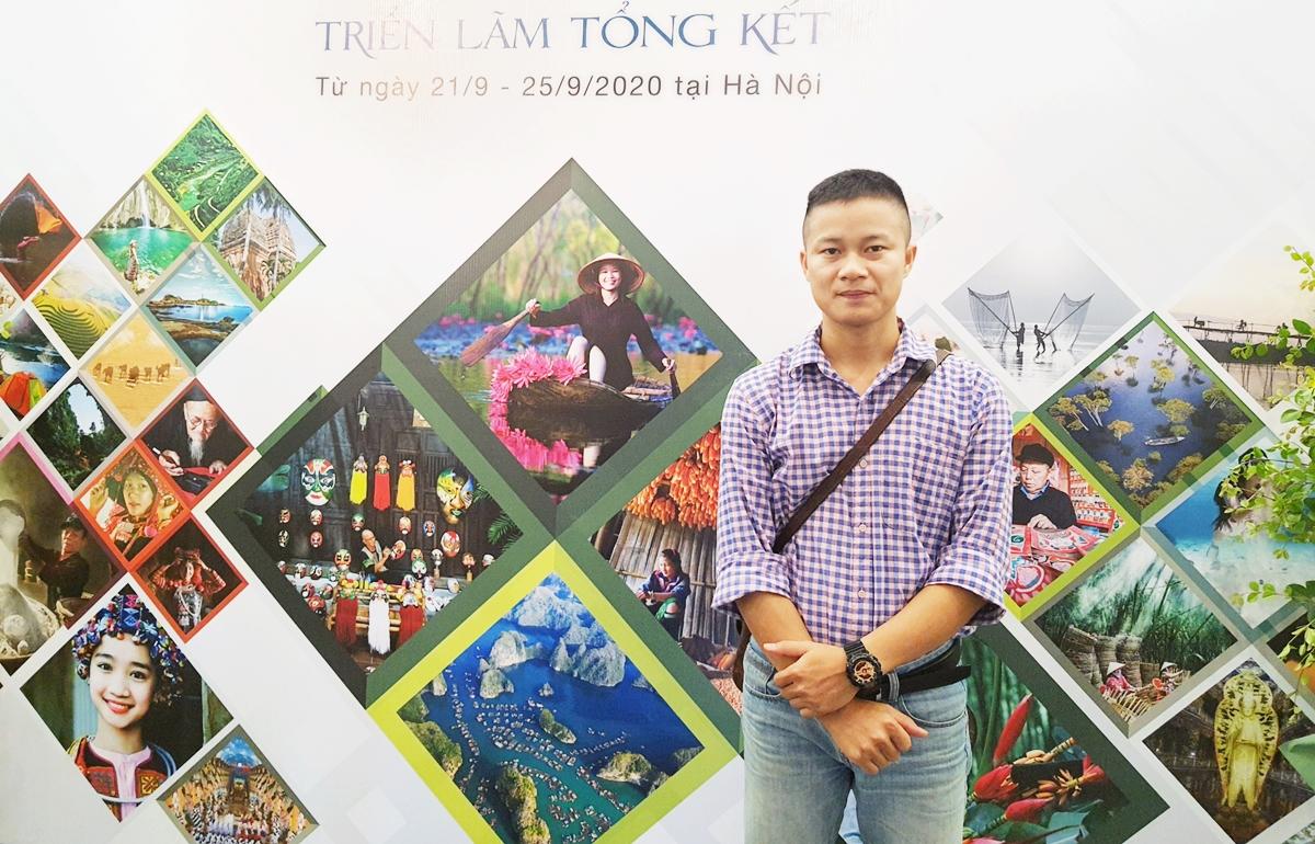 Nhiếp ảnh gia Nguyễn Hữu Thông nhận giải đặc biệt ở hạng mục ảnh bìa. Ảnh: Hoàng Huế.