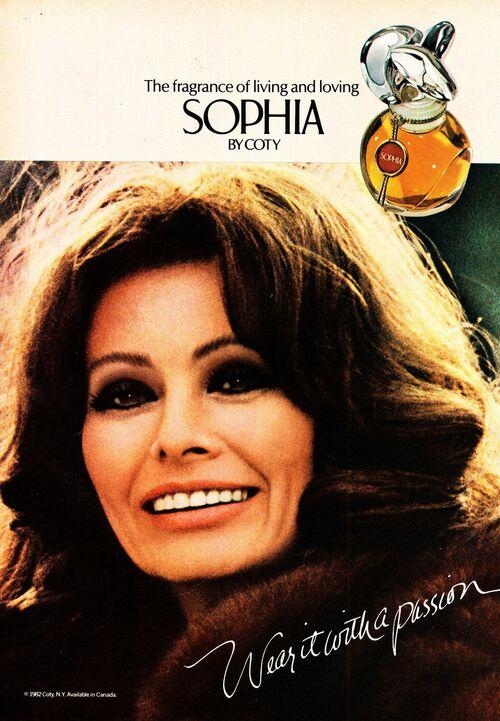 Năm 1981, Sophia Loren là minh tinh Hollywood đầu tiên sở hữu thương hiệu nước hoa riêng - Sophia, sau đó là thương hiệu mắt kính, theo Peoplepill. Ảnh: Rebecca Clifford - Pinterest