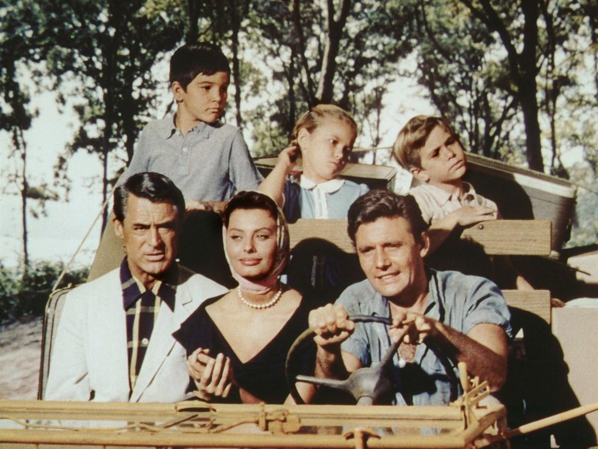 Loren ký hợp đồng với hãng phim Mỹ Paramount, chính thức trở thành sao quốc tế năm 1958. Houseboat (1958) là phim có màu đầu tiên bà tham gia. Ảnh: USC Annenberg Media