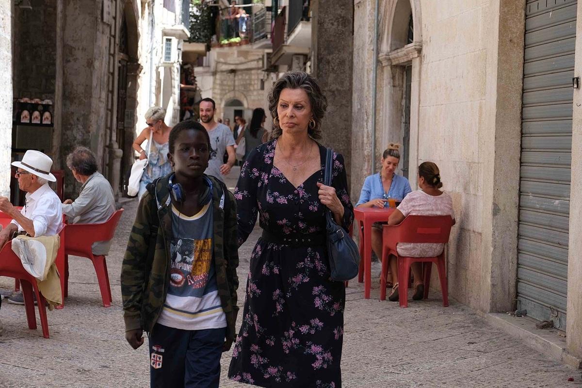 Theo Daily Mail, Sophia Loren sẽ trở lại trong phim nói tiếng Italy The Life Ahead. Phim do chính con trai mình - Edoardo Ponti - dạo diễn. Loren vào vai một phụ nữ Do Thái đã sống sót qua thời Quốc xã. Phim dự kiến ra mắt ngày 13/11/2020 trên Netflix. Ảnh: Variety