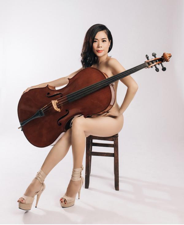 Ca sĩ Mỹ Lệ chụp ảnh bán nude ở tuổi 48. Ảnh: Đình Dzũ.