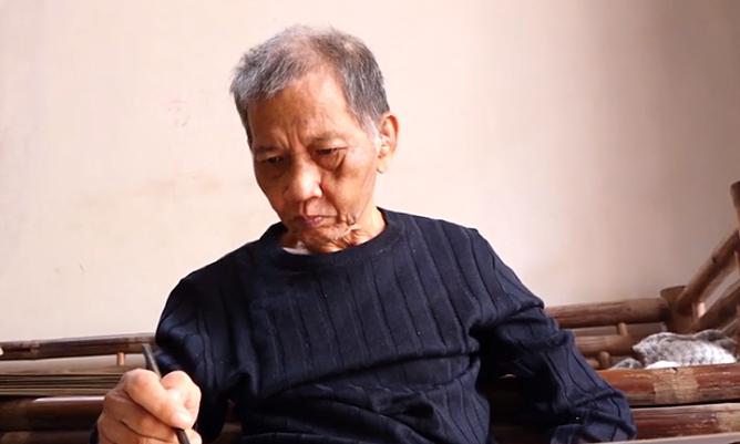 Nhà văn Nguyễn Huy Thiệp làm thơ dù mắc tai biến ở tuổi 70.