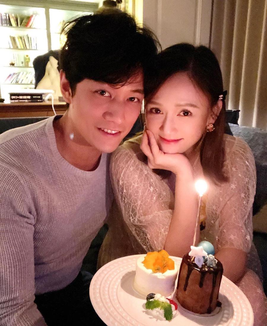 Do dịch, Trần Kiều Ân và bạn trai Alan mừng kỷ niệm tại nhà riêng cùng bữa tối dưới ánh nến. Ảnh chụp màn hình Instagram Joe Chen.