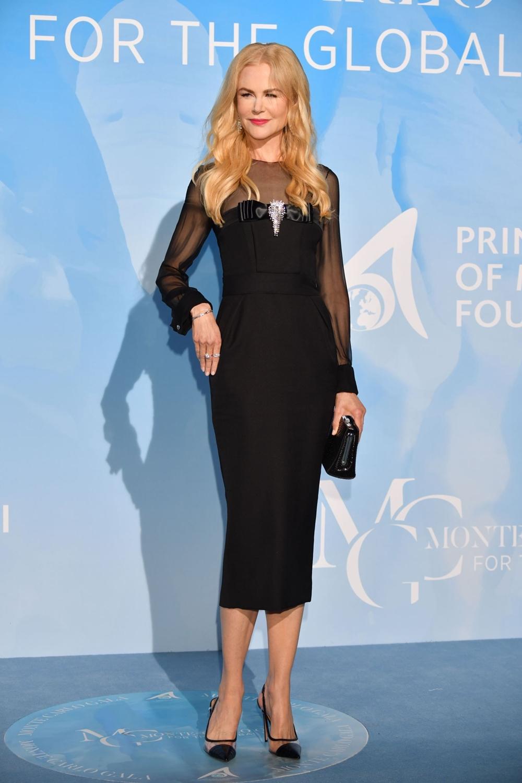 Người hâm mộ khen vóc dáng diễn viên đẹp như tượng khi mặc thiết kế của Alexandre Vauthier Couture tại sự kiện Monte-Carlo. Cô kết hợp giày nhựa trong Aquazzura, túi cầm tay và trang sức Harry Winston.Ảnh: Shutterstock.