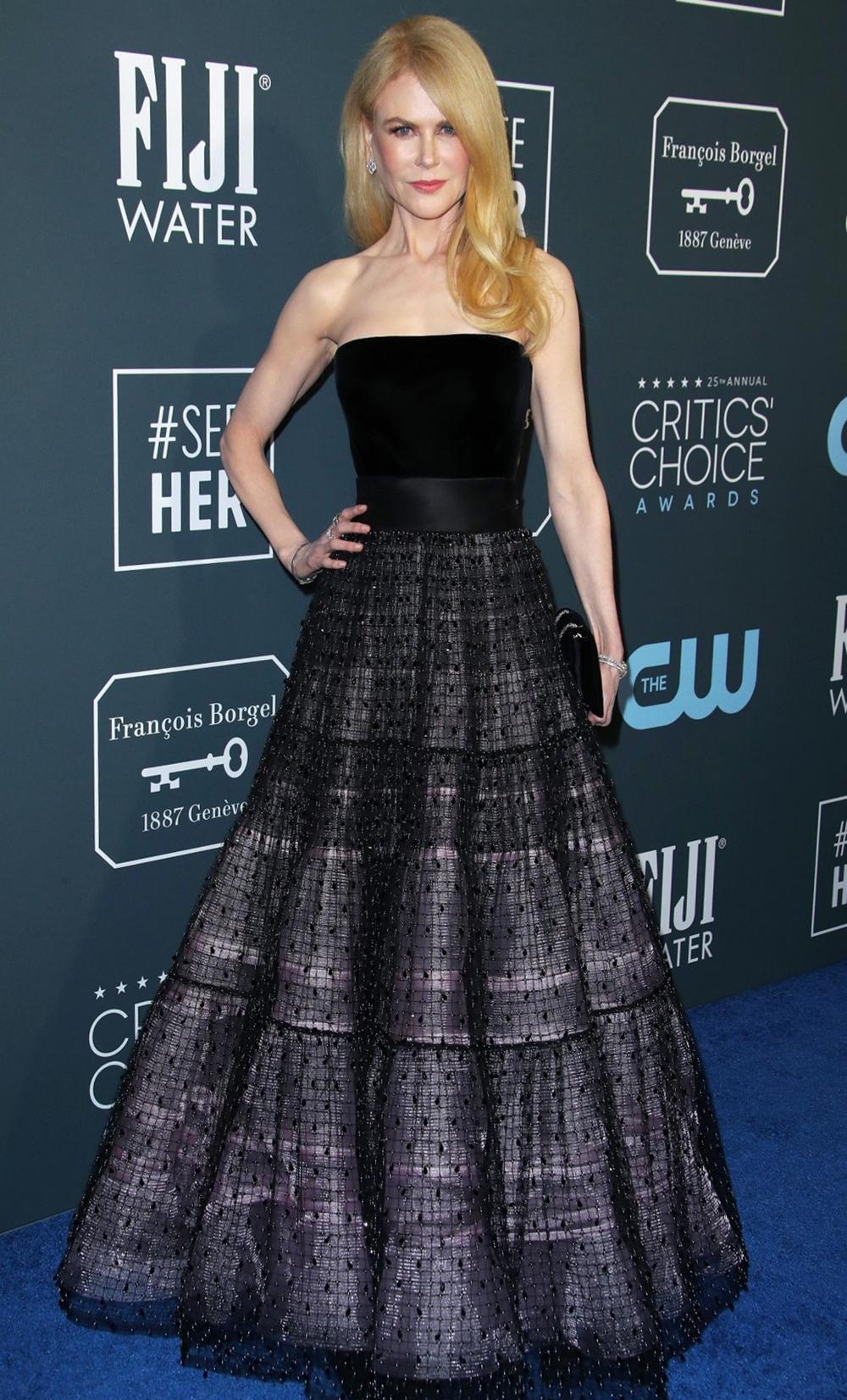 Cô khoe dáng với đầm quây Armani Prive trên thảm đỏ Critics 'Choice Awards 2020, tô điểm diện mạo bằng trang sức kim cương từ Harry Winston và giày Giuseppe Zanotti. Ảnh: Shutterstock.