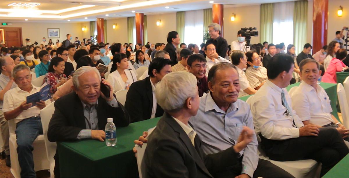 Hàng trăm tác giả, doanh nhân, độc giả... dự lễ trao giải Sách Hay 2020 vào sáng 27/9 tại TP HCM. Ảnh: Quỳnh Quyên.