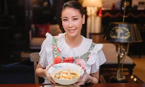 Hà Kiều Anh nấu mì Quảng