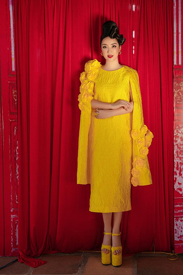 Hoa hậu Đền Hùng Giáng My với đầm cape, đính hoa thủ công.