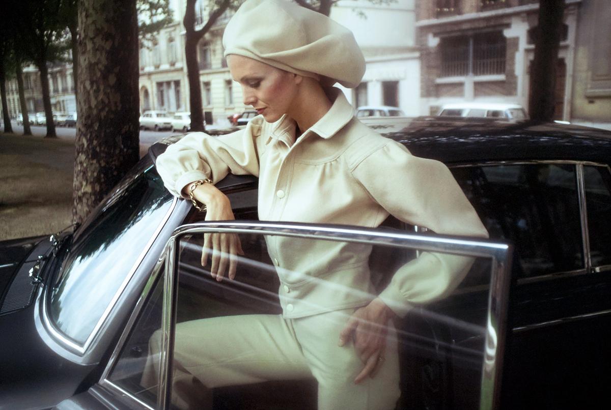 Thiết kế mũ beret và áo khoác của Kenzo năm 1971. Ảnh: Vogue.