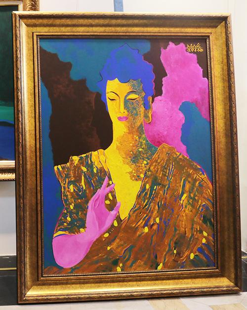 Tác phẩm Phật được sáng tác năm 2020. Trong buổi triển lãm, tranh được đấu giá lên đến 9.500 USD. được dùng để đóng góp chương trình Điều ước thứ bảy. từ thiện