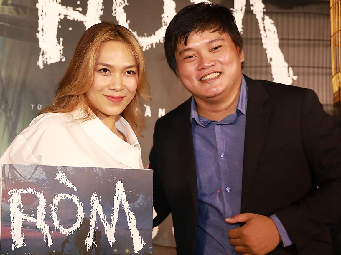 Đạo diễn Trần Thanh Huy bên ca sĩ Mỹ Tâm - khách mời - hôm công chiếu phim. Ảnh: Hữu Khoa.