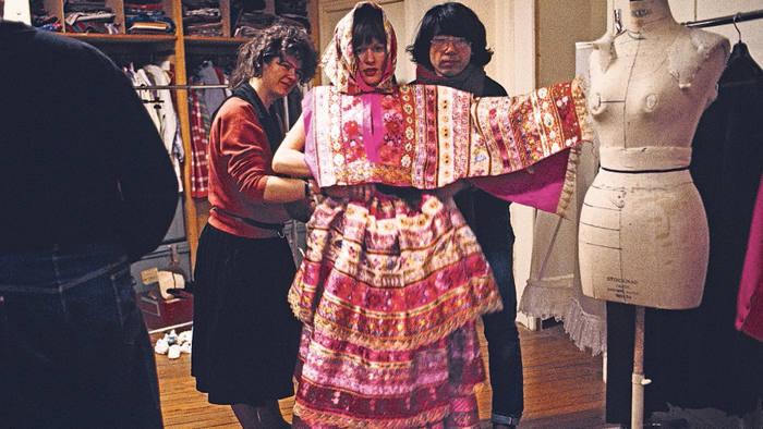 Kenzo thiết kế váy cưới năm 1982. Ảnh: Kazuko Masui.