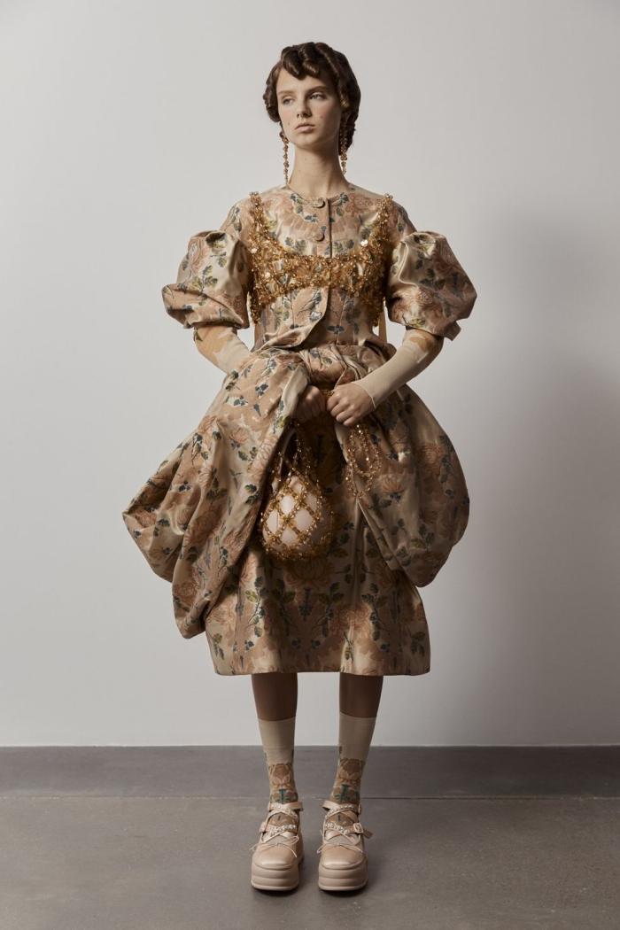Trang phục lấy cảm hứng từ thế kỷ 18 của Simone-Rocha. Ảnh: Simone-Rocha.