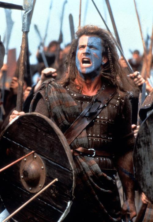 Trong Braveheart (1995), Mel Gibson làm đạo diễn, kiêm đóng chính vai William Wallace - huyền thoại anh hùng có thật của xứ Scotland. Phim đạt doanh thu toàn cầu 213 triệu USD, được  đồng thời giúp Mel Gibson thắng giải Oscar 1996, hạng mục  Đạo diễn Xuất sắc. Tuy nhiên, vai của Gibson không được lòng dư luận bấy giờ, do quá khác biệt phiên bản ngoài đời thực.