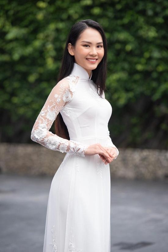 Huỳnh Nguyễn Mai Phương sinh năm 1999, từng đoạt giải Hoa khôi Đại học Đồng Nai 2018. Người đẹp được khán giả khen ngợi với mặt mộc đẹp, thần thái thu hút. Cô cao 1,69 m, số đo 75 - 62 - 90 cm. Người đẹp từng đoạt nhiều giải thưởng tiếng Anh của tỉnh Đồng Nai từ khi học cấp 2, cấp 3.