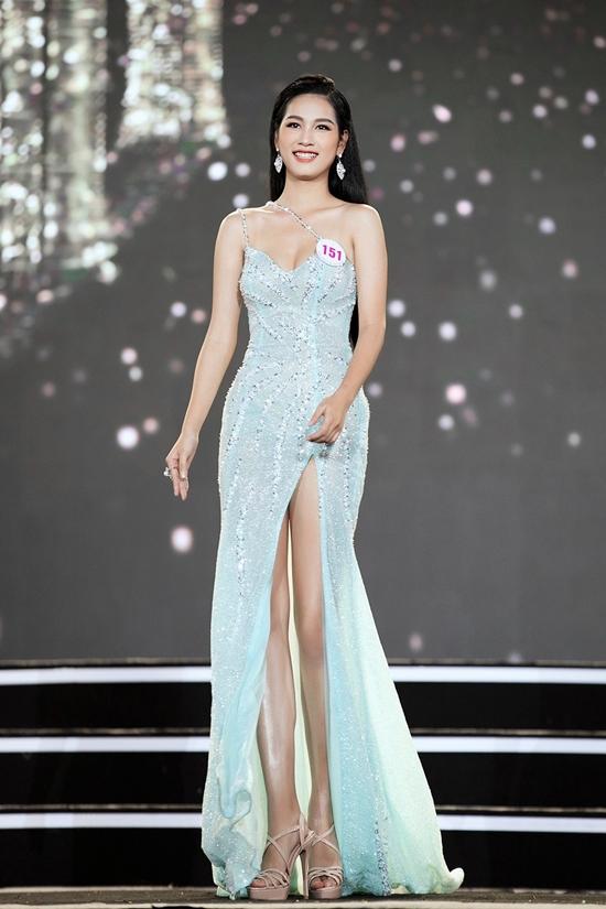 Hoa khôi có lợi thế hình thể với chiều cao 1,75 m, số đo 80 - 65 - 93cm. Ngoài ra, Tường Vy tự tin nhất ở khả năng trình diễn trên sân khấu.