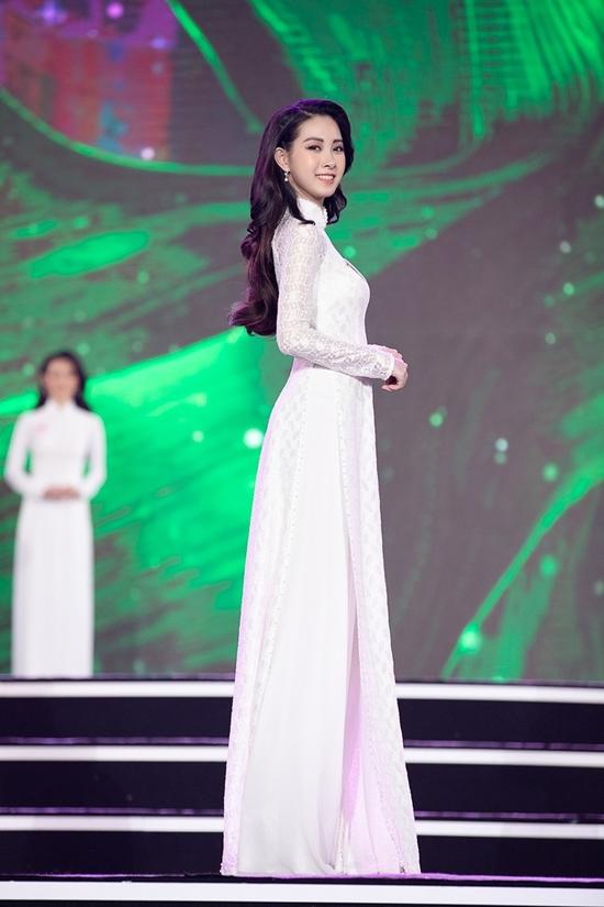 Khi cô trình diễn áo dài trong đêm bán kết, nhiều khán giả nhận xét họ tưởng