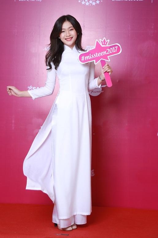 Từ thời tham gia cuộc thi Miss Teen 2017, Minh Anh đã được nhận xét có nét giống hoa hậu Đặng Thu Thảo. Nhiều người hỏi tôi có họ hàng gì với chị ấy không. Tôi rất thích và ngưỡng mộ chị, nhưng việc mọi người so sánh hay gọi tôi là bản sao khiến tôi hơi áp lực. Tôi sẽ cố gắng để làm bật lên cá tính, phong cách riêng của mình trong vòng chung kết sắp tới, cô nói. Người đẹp cho biết cô muốn thể hiện hình ảnh người phụ nữ Việt Nam dịu dàng nhưng năng động, tự tin. Cô tự tin nhất ở khả năng giao tiếp cả tiếng Anh và tiếng Pháp.