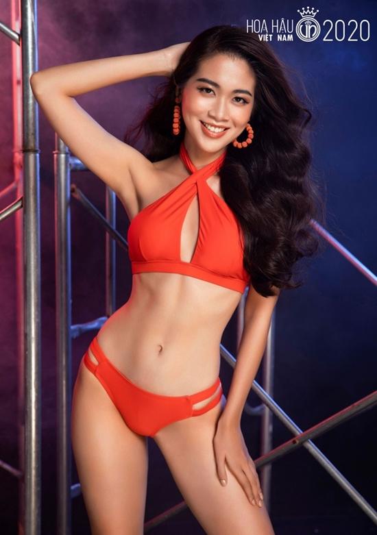 Vũ Quỳnh Trang quê ở Nam Định, hiện sống và làm việc tại Hà Nội. Cô tốt nghiệp Đại học Ngoại giao chuyên ngành truyền thông quốc tế năm 2019, đang là chuyên viên tại một tập đoàn viễn thông. Cô đang làm việc tại một tập đoàn viễn thông, đồng thời là nhà sáng lập, CEO, diễn giả của trại hè quốc tế Vic Vietnam International - tổ chức chuyên thiết kế các chương trình ngoại khóa ở nước ngoài cho học sinh Việt. Ước mơ của cô là xây dựng, phát triển ngành giáo dục Việt Nam.  Cô từng vào top 10 Miss Universe Vietnam 2019, giành giải phụ Người đẹp Bản lĩnh và chiến thắng tập 4 chương trình Tôi là Hoa hậu Hoàn vũ Việt Nam nhờ khả năng tiếng Anh lưu loát, giao tiếp tốt. Sau một năm rèn luyện, người đẹp được khen xinh đẹp, sáng sân khấu hơn.