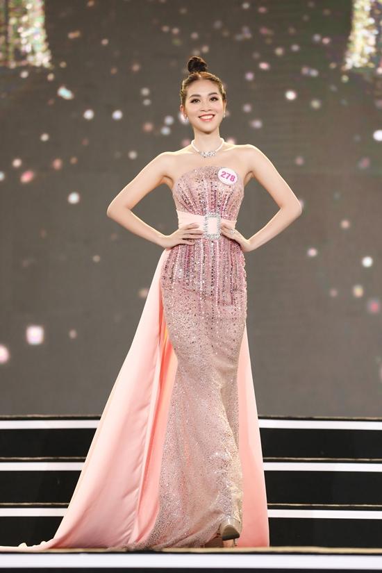 Cô từng vào top 10 Miss Universe Vietnam 2019, giành giải phụ Người đẹp Bản lĩnh và chiến thắng tập 4 chương trình Tôi là Hoa hậu Hoàn vũ Việt Nam nhờ khả năng tiếng Anh lưu loát, giao tiếp tốt. Sau một năm rèn luyện, người đẹp được khen xinh đẹp, sáng sân khấu hơn.