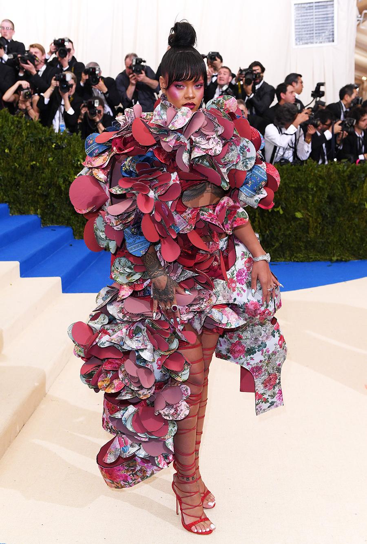 (Ảnh 4: Trang phục Met Gala 2017 của Rihanna do Rei Kawakubo thiết kế, vào danh sách những bộ váy đẹp nhất sự kiện. Ảnh: Shutterstock.