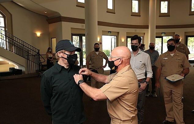Nhà sản xuất Jerry Bruckheimer nhận huy hiệu danh dự sáng 16/10. Ảnh: ABImages.