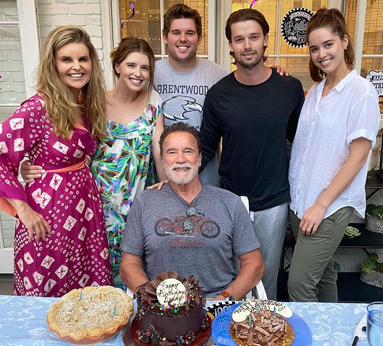 Arnold Schwarzenegger đón tuổi 73 bên vợ cũ (trái) và bốn con. Ảnh: Patrick Schwarzenegger Instagram.