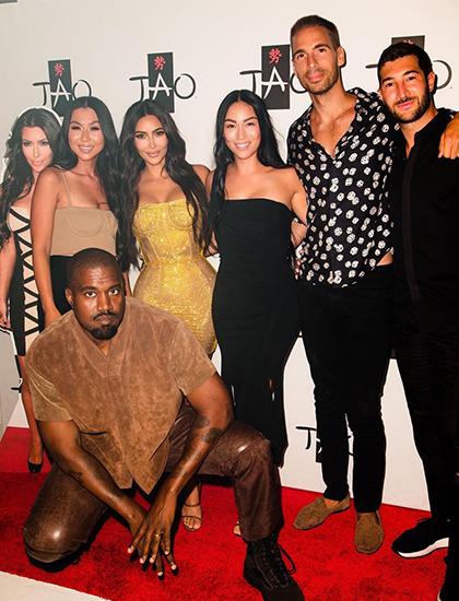 Ngày 23/10, Kim Kardashian đăng loạt ảnh trong tiệc sinh nhật của cô trên mạng xã hội. Theo Footwearnews, mẹ và chị em tổ chức tiệc bất ngờ cho Kim tại một hộp đêm ở Las Vegas để đón tuổi mới. Theo Pagesix, người đẹp dự kiến mời nhóm bạn thân tới một hòn đảo biệt lập vào tuần sau để tiếp tục vui chơi.