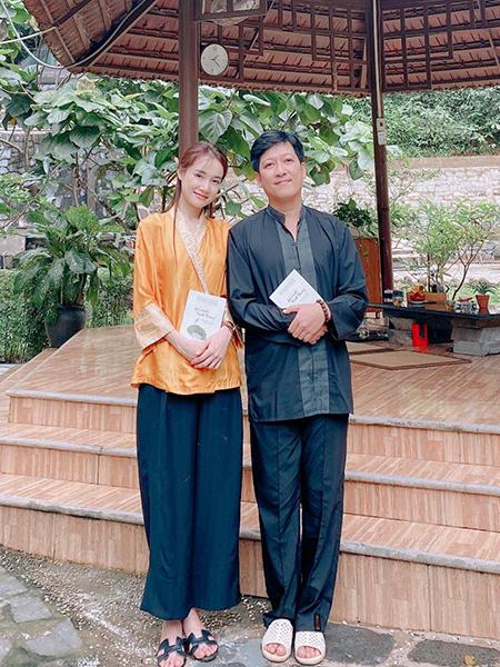 Vợ chồng Nhã Phương - Trường Giang đi chùa cầu an. Ảnh: Nhân vật cung cấp.