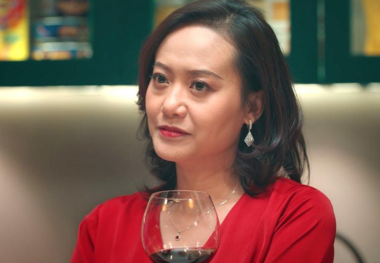 Hồng Ánh đóng vai chính trong Tiệc trăng máu - phim đang gây chú ý của đạo diễn Quang Dũng. Ảnh: Lotte.