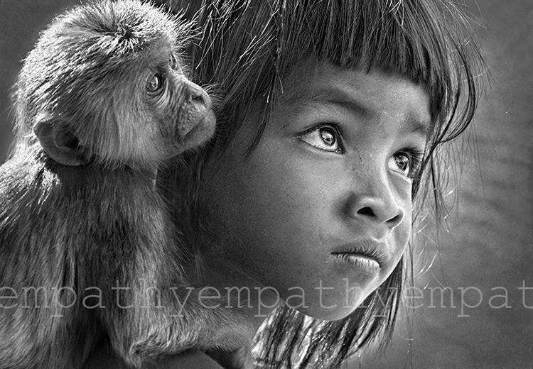 Bức Bé và Khỉ của nhiếp ảnh gia Lê Hồng Linh. Ảnh: Empathy.