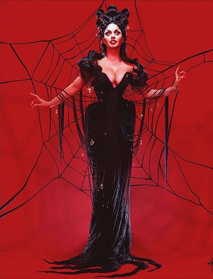 Hudgens cũng có màn hóa trang ấn tượng với nhân vật nhện Black Widow.