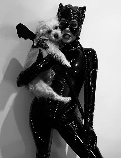Nữ diễn viên High School Musical hóa trang thành nhân vật Catwoman của vũ trụ điện ảnh DC.