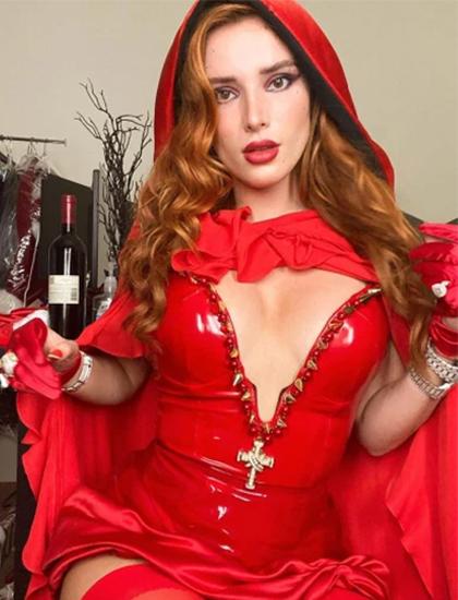 Bella Throne cũng khoe bộ hóa trang cô bé quàng khăn đỏ theo phong cách gợi cảm trên trang cá nhân. Bà không cho phép tôi mặc thế này, nữ diễn viên đùa trên Instagram.
