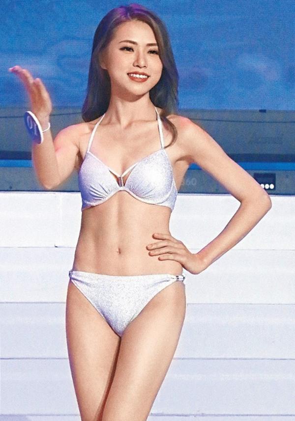 Thái Tiểu Điệp trong phần thi bikini. Cô cao 1,67 m, nạng 49 kg, số đo ba vòng là 83-66-86 cm.