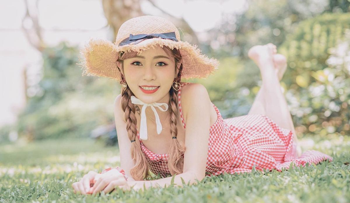 Trước đó, Thái Tiểu Điệp tham gia thi Hoa hậu Hong Kong 2020, vào đến vòng bán kết. Tuy nhiên, cô bất ngờ xin rút khỏi cuộc thi vì lý do hợp đồng. Gần một tháng sau, cô thi Hoa hậu châu Á.