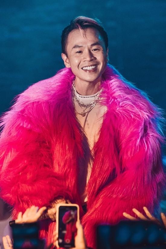 Binz - rapper nghiện màu hồng - 16