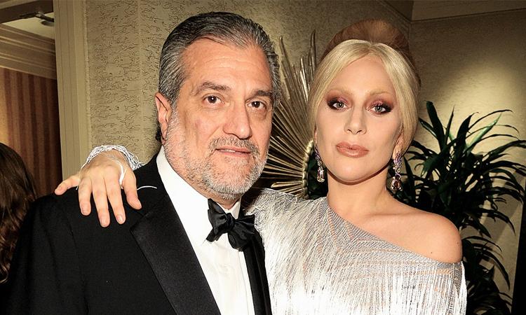 Joe Germanotta (trái) đến dự đêm nhạc của con gái Lady Gaga ở Las Vegas năm 2015. Ảnh: Wire Image.
